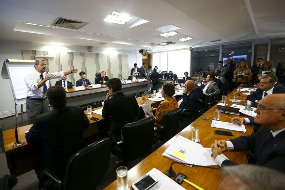 O ministro da Educação, Abraham Weintraub, durante audiência pública na Comissão de Educação, Cultura e Esporte do Senado - Marcelo Camargo/Agência Brasil