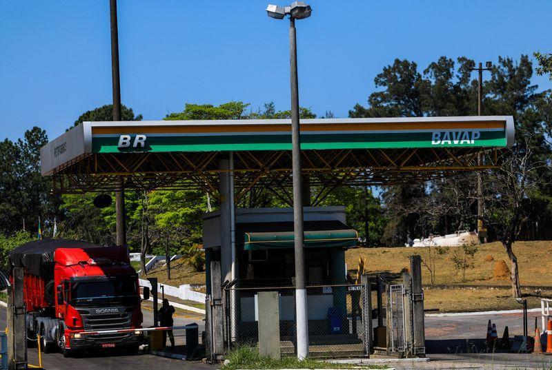Projeto que muda ICMS sobre combustíveis está pronto e irá para o Congresso, diz Bolsonaro