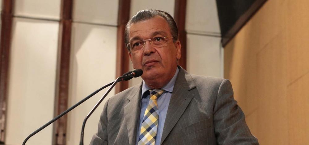 """Rui deveria buscar soluções para educação e desemprego ao invés de bater boca com o presidente"""", diz Targino"""