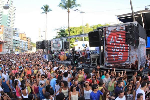 Carnaval terá trio feito com contêiner hoje (25) no Circuito Dodô