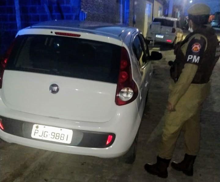 Guarnição da 67ªCIPM recupera em São Gonçalo veículo roubado em Feira de Santana