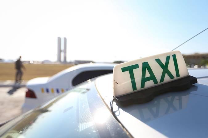 Senadores aprovam ampliação do auxílio emergencial que atenderá agricultores, taxistas e caminhoneiros