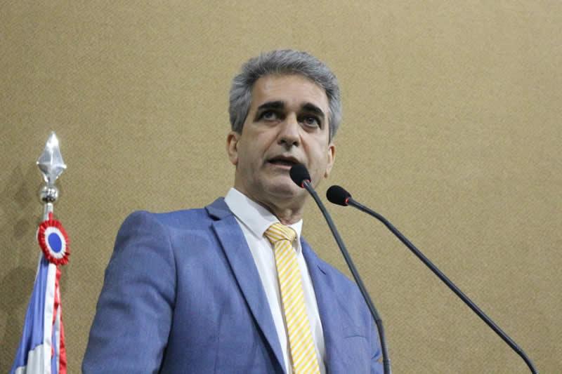 Deputado pede que DESENBAHIA suspenda cobrança de financiamento para taxistas