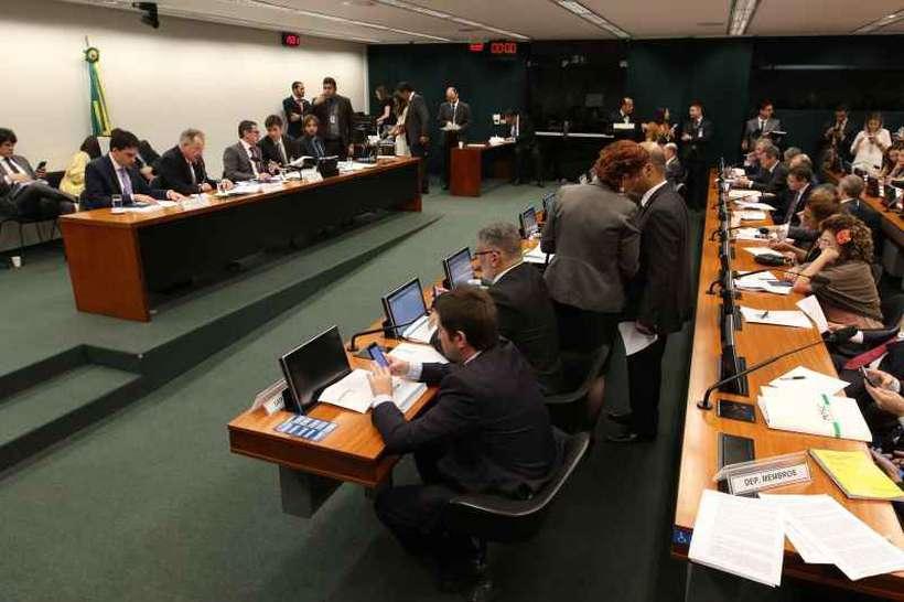 Deputados preparam profusão de emendas para PEC da Previdência