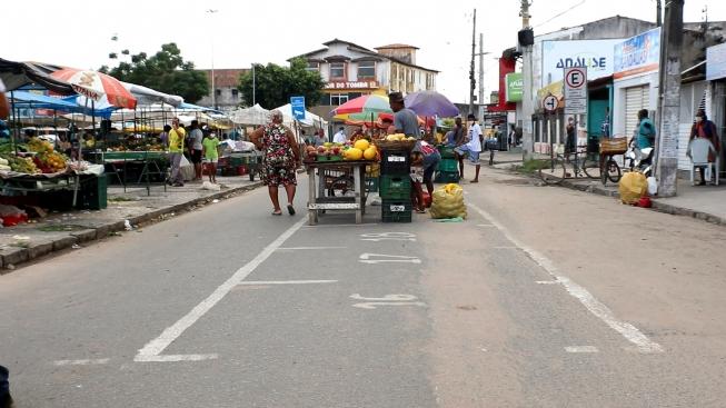 Ampliada distância entre barracas da feira livre do Tomba para prevenir contágio do coronavírus