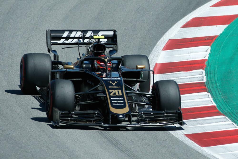 Kevin Magnussen lidera manhã de treinos da Fórmula 1 em Barcelona