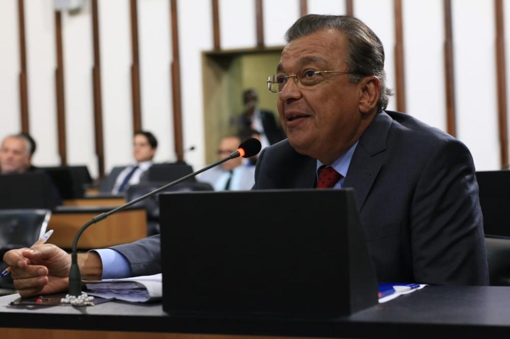 Targino Machado volta a lamentar falta de agilidade administrativa de Colbert Martins: 'A doença não vai esperar'