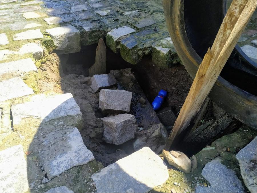 Há meses moradores da Campo Sales aguardam fechamento de cratera na Rua