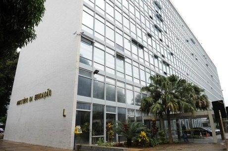 Projetos anulam portaria do MEC que acabou com cotas em pós-graduação Fonte: Agência Câmara de Notícias