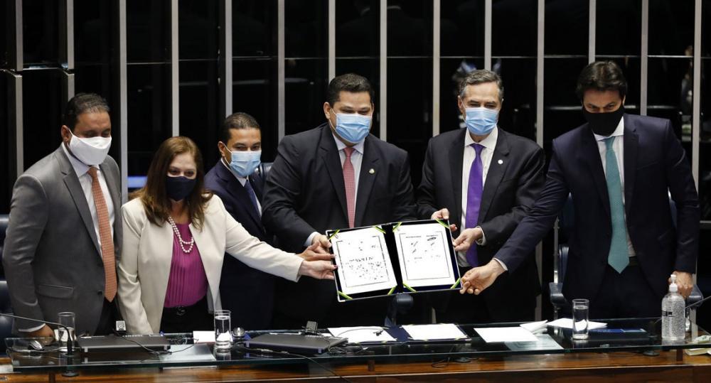 Congresso Nacional promulga emenda que adia Eleições 2020, e Barroso destaca que Justiça Eleitoral atuará por pleito limpo e seguro