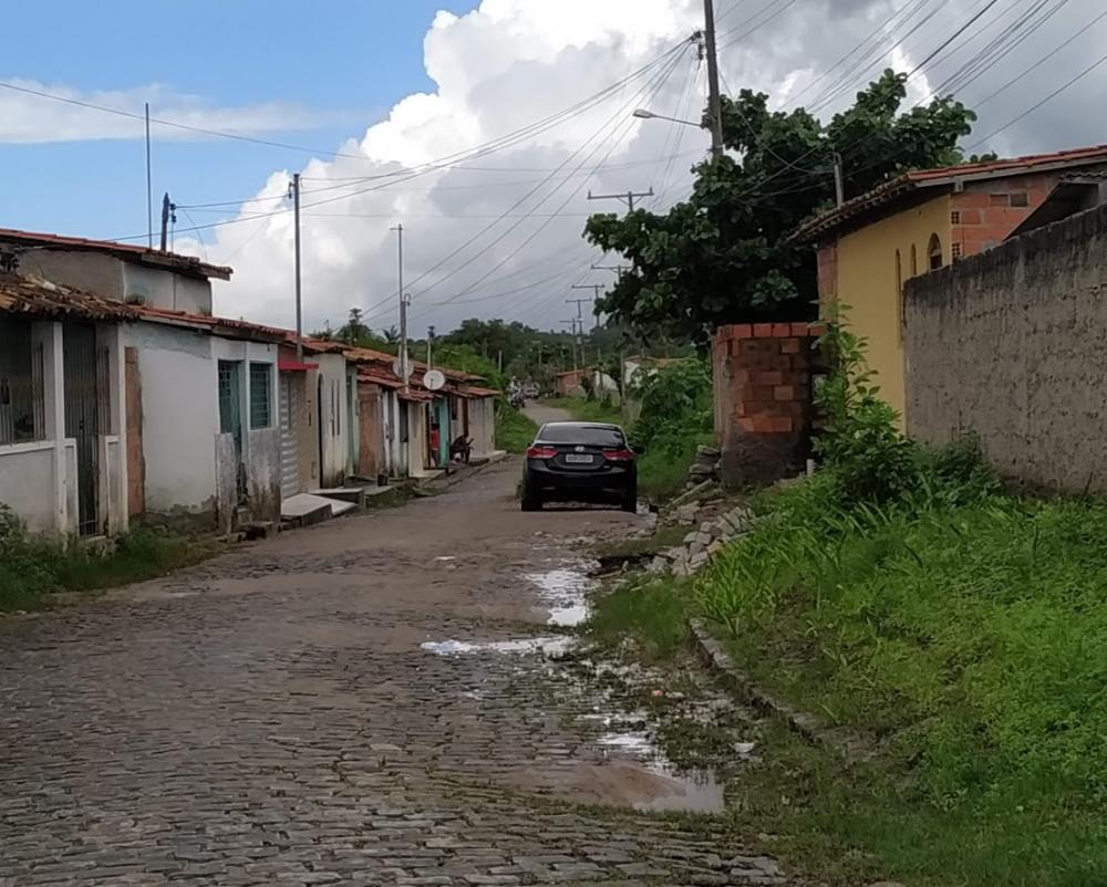 Rio Preto - Foto: Sandro Araújo - O buraco foi corrigido, resta a limpeza.