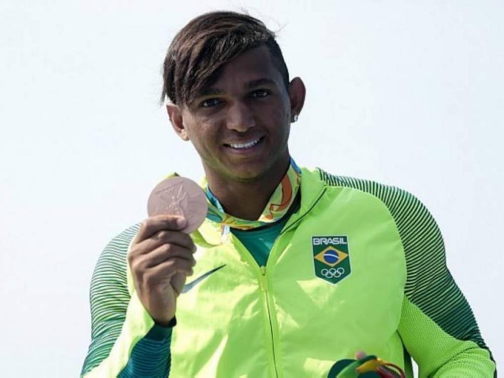 Isaquias Queiroz conquistou duas pratas e um bronze na Rio 2016 (Foto: Alexandre Loureiro/COB)