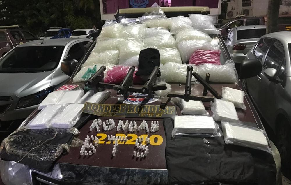 PM apreende meio milhão em pasta base de cocaína e armas