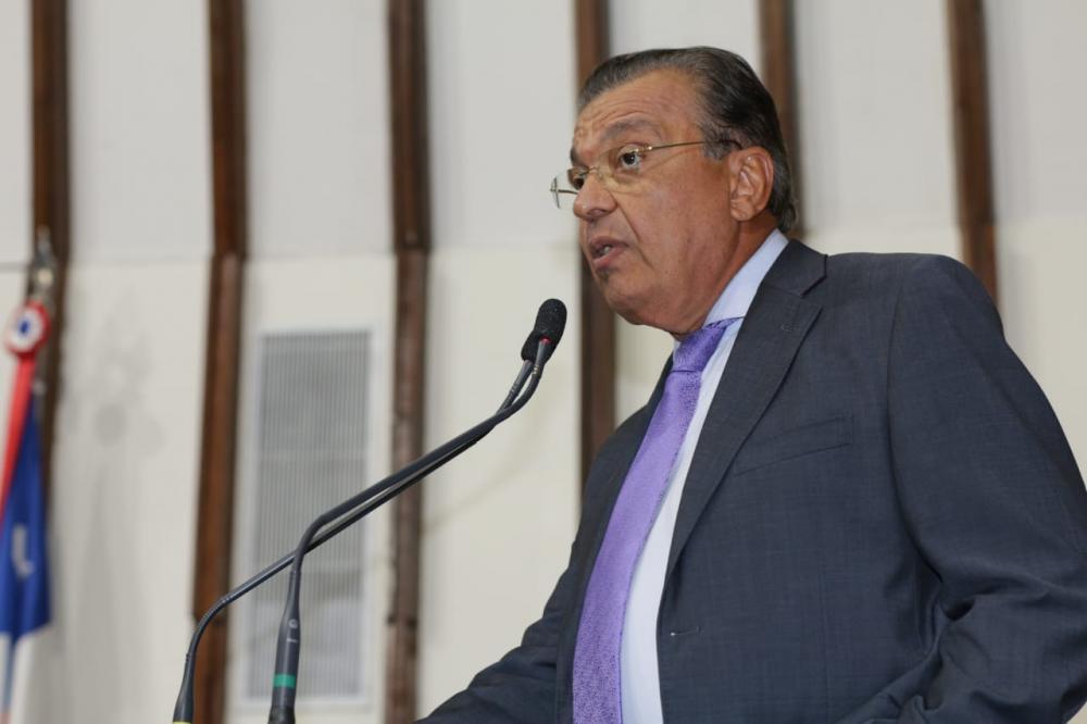 Targino Machado critica pedido de empréstimo de R$ 160 milhões na ALBA: 'Imoralidade Tamanho G'