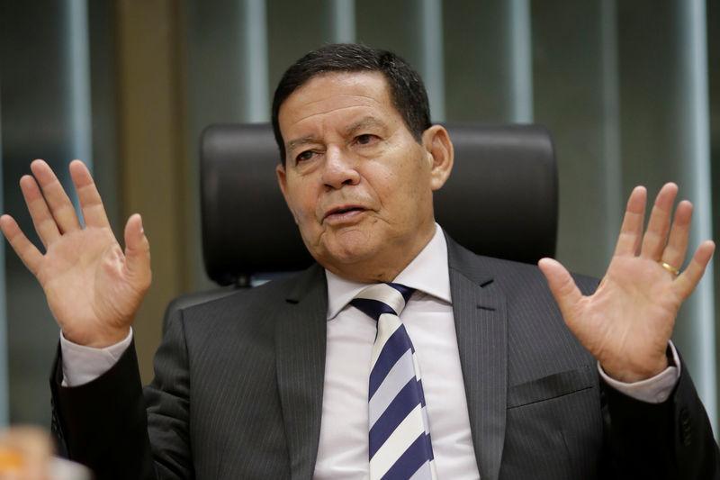 Brasil precisa ter uma força militar de dissuasão para garantir soberania, diz Mourão