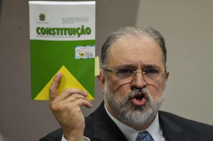 Aras terá que reduzir tensões e convencer que é independente de Bolsonaro