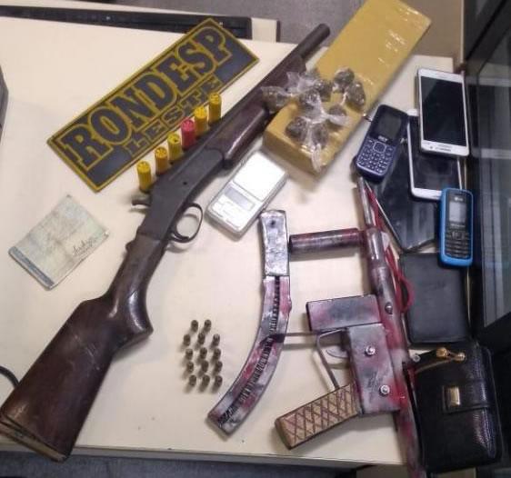 Operação policial com apoio do Graer apreende droga, armas e prende 4 pessoas em São Gonçalo