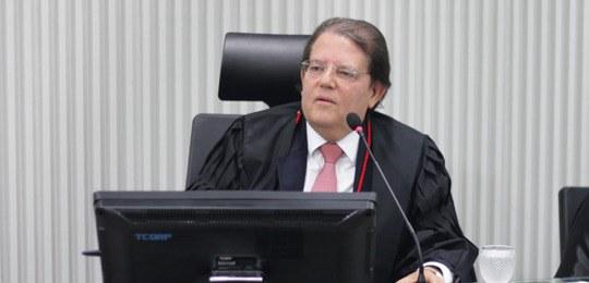 Relator vota por cassação de Targino no TRE-BA; pedido de vista adia decisão