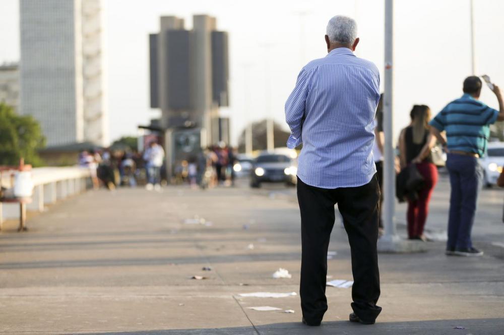 Expectativa de vida no Brasil sobe para 76,3 anos