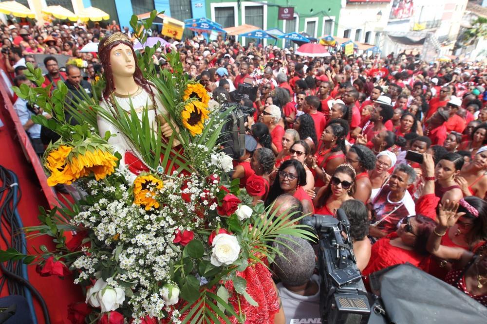 Festa de Santa Bárbara inicia calendário de festejos populares na Bahia