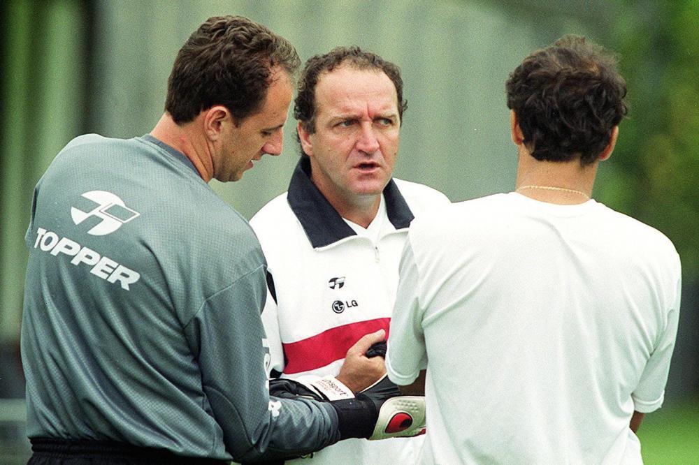 Cuca e Rogério Ceni em 2004, durante a primeira passagem do treinador pelo São Paulo (Foto: Gazeta Press)