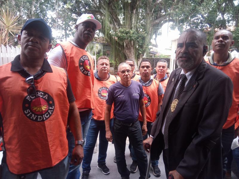Guardas municipais de São Gonçalo protestam na Câmara de Vereadores